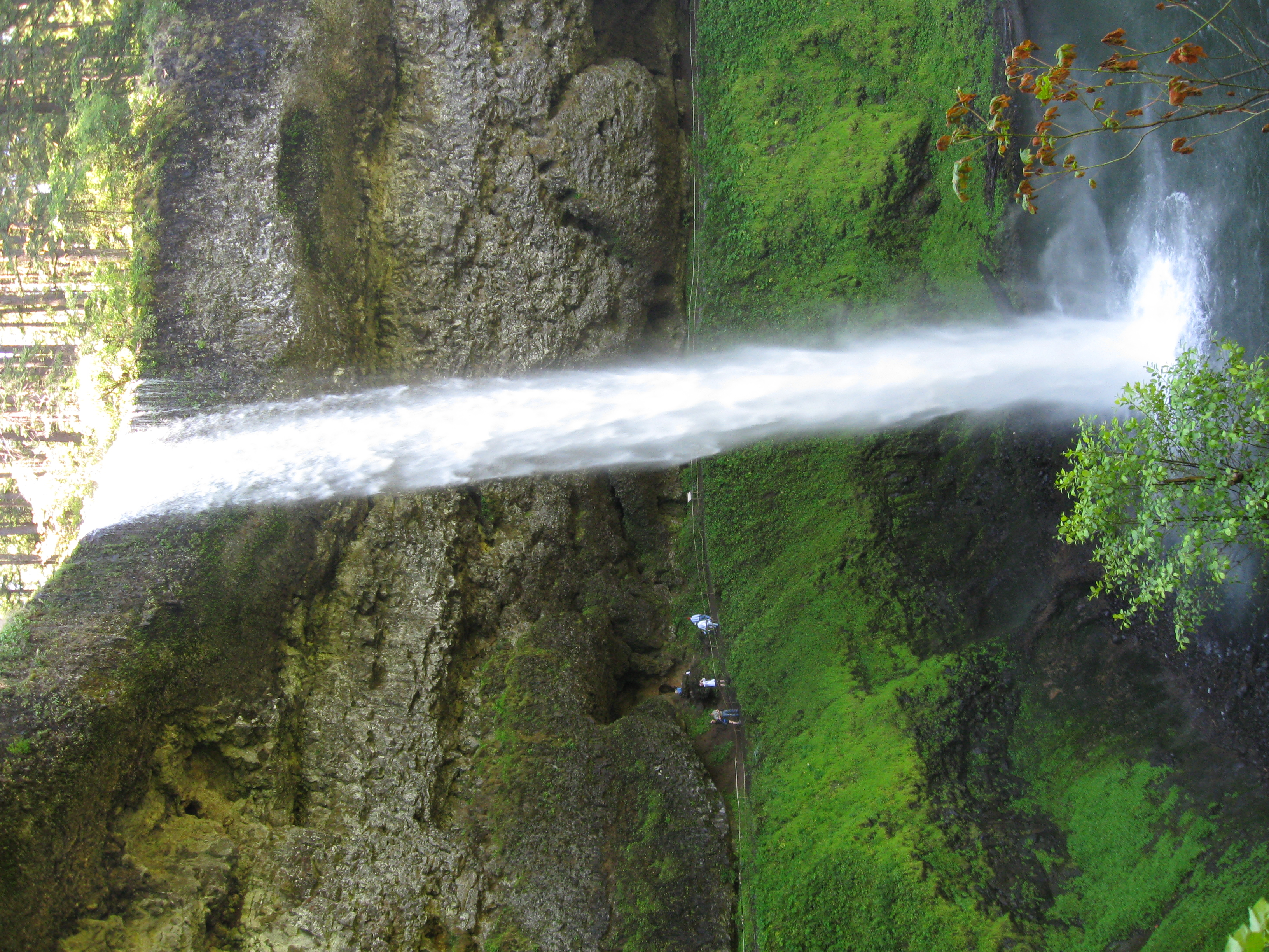 The most spectacular waterfalls in oregon lighthearted for Most spectacular waterfalls